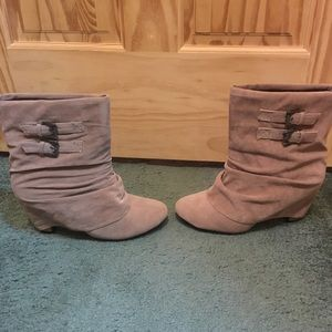 Shoes - Taupe booties